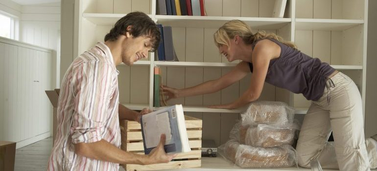 a couple unpacking books after working with local movers in Gatineau